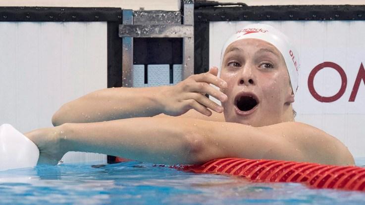 Penny Oleksiak dans la piscine, surprise