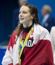 Penny Oleksiak avec sa médaille d'or au 100 m style libre.