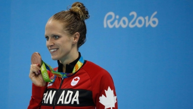 Hilary Caldwell et sa médaille de bronze acquise au 200 m dos à Rio.