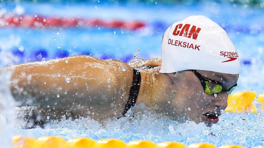 Penny Oleksiak nage dans la piscine en compétition