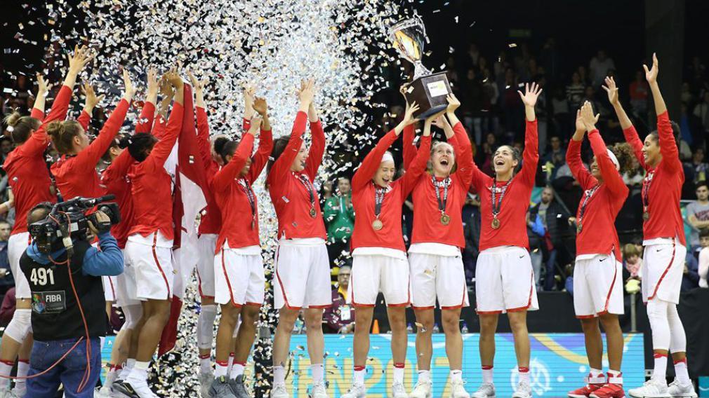 Le Canada brandit son trophée de l'AmériCup 2017