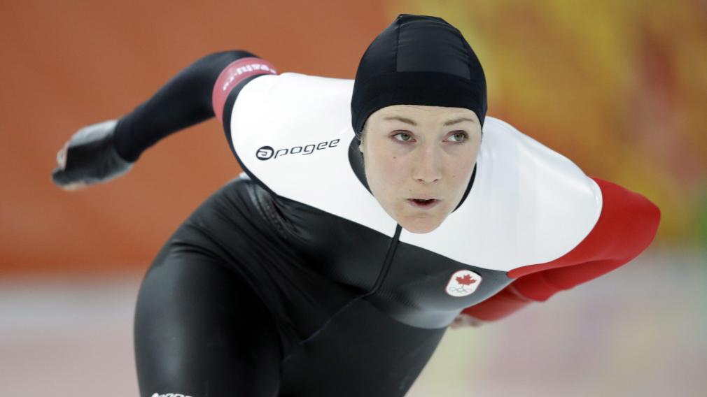 Anastasia Buscis en action en patinage de vitesse sur longue piste