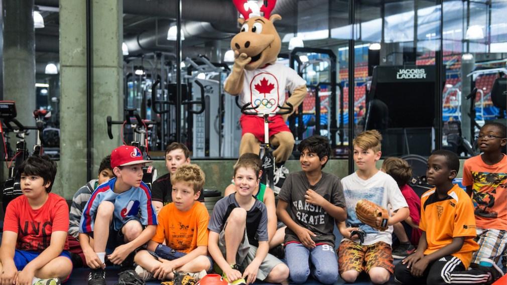 Des olympiens canadiens célèbrent la Journée olympique 2016 à Montréal