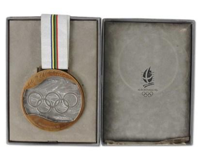 Médaille de bronze e nhockey masculin aux Jeux olympiques de 1992 à Albertville. (Photo : Hockeygods.com)