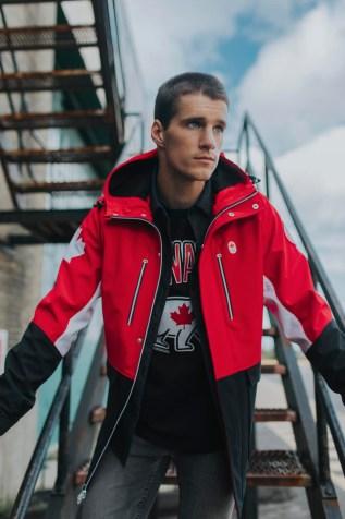 Max Parrot vêtu de la collection officielle Équipe Canada de La Baie d'Hudson pour PyeongChang 2018.
