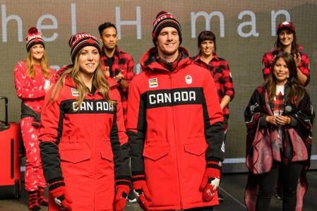 Rachel Homan et Max Parrot lors du dévoilement de la collection d'Équipe Canada pour PyeongChang 2018, à Toronto, le 3 octobre 2017. (Photo : COC)