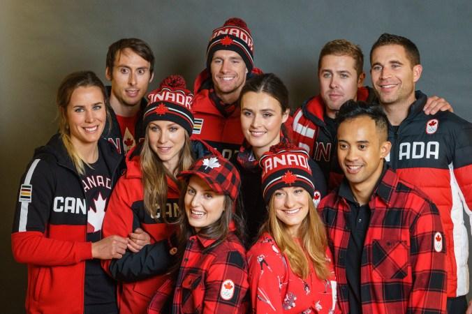 Les athlètes canadiens lors du dévoilement de la collection d'Équipe Canada pour PyeongChang 2018, à Toronto, le 3 octobre 2017. (Photo : COC)