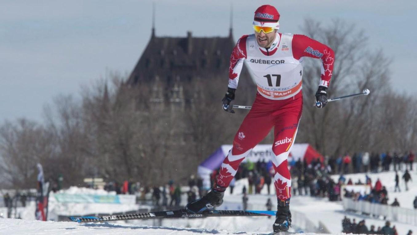 Alex Harvey, d'Équipe Canada, pendant le sprint masculin de 1,5 km à la Coupe du monde FIS à Québec. LA PRESSE CANADIENNE / Jacques Boissinot