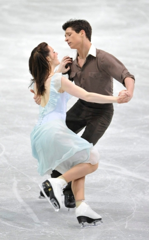 Les Canadiens Tessa Virtue et Scott Moir durant leur programme libre à la quatrième journée des Championnats du monde de patin artistique à Göteborg, en Suède, le vendredi 21 mars 2008. (AP Photo/)