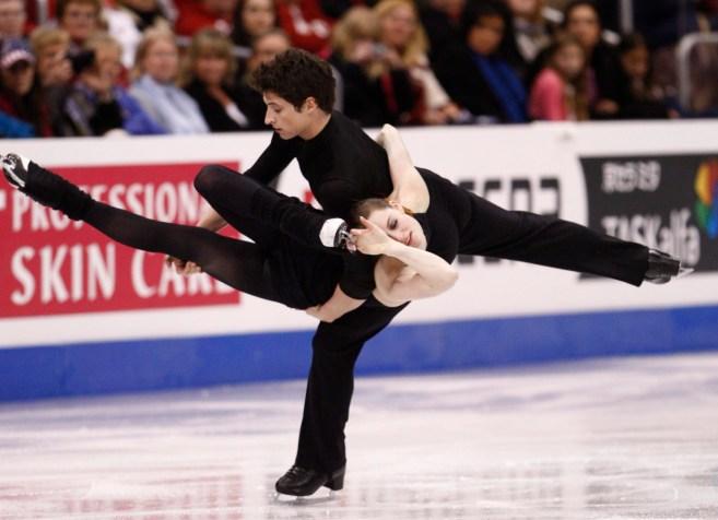 Tessa Virtue et Scott Moir de London, Ont., exécutent leur programme libre de danse sur glace aux Championnats du monde de patinage artistique, Vendredi le 27 mars 2009 à Los Angeles. (La Presse Canadienne/Paul Chiasson)