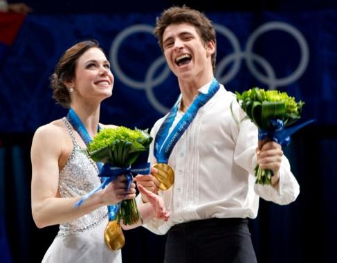Tessa et Scott sur le podium, médailles au cou