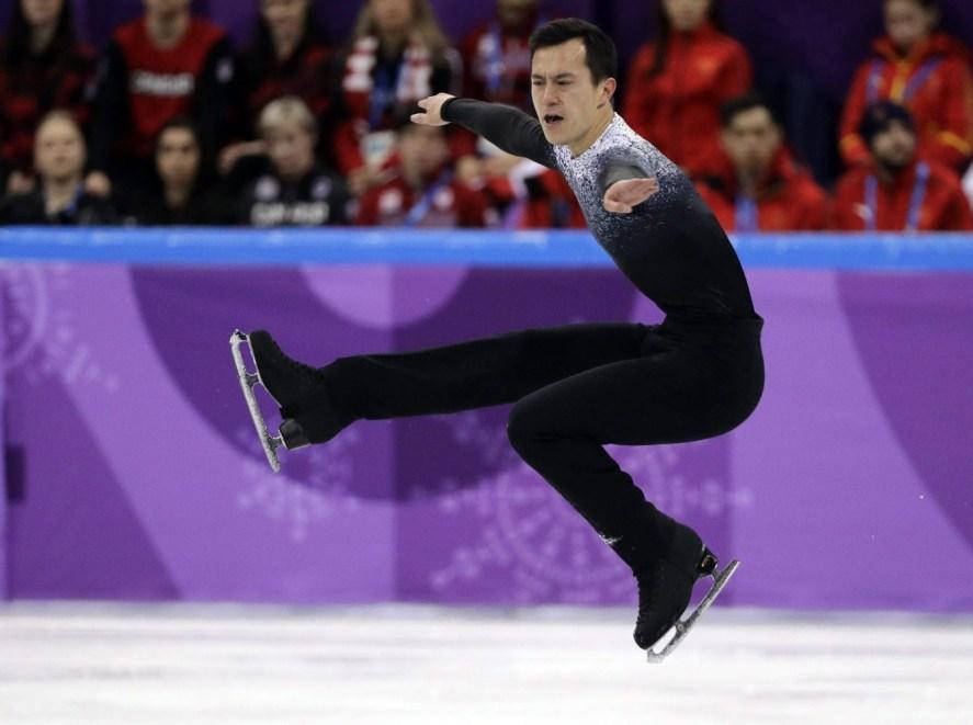 Malgré deux fautes, Patrick Chan a su positionner Équipe Canada au 3e rang après la première étape de l'épreuve par équipes. (CP Photo)