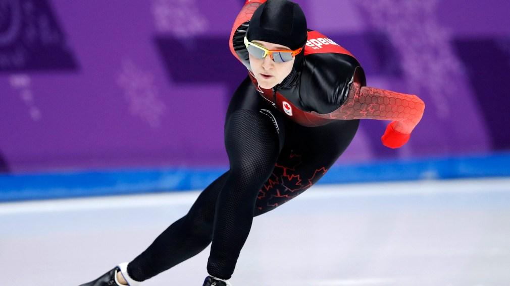 Heather Mclean patine à l'épreuve du 500 m en patinage de vitesse sur longue piste. (AP Photo/Vadim Ghirda)