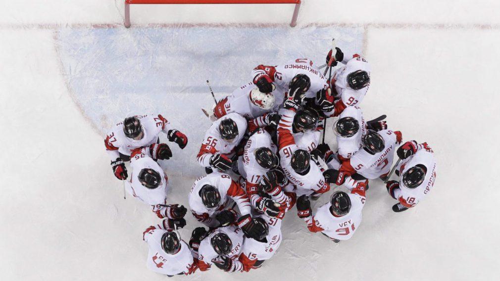 En photos: Équipe Canada gagne la médaille de bronze en hockey masculin