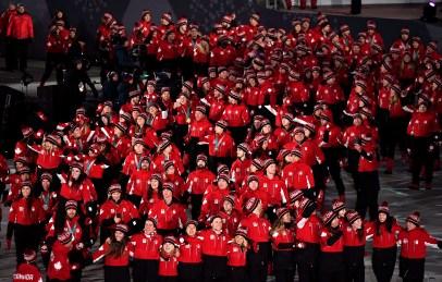 Équipe Canada fait son entrée dans le stade pour la cérémonie de clôture des Jeux de PyeongChang. (Photo: LA PRESSE CANADIENNE/Paul Chiasson)