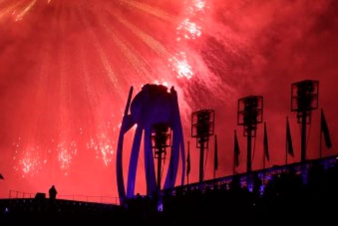 La flamme olympique s'est éteinte à la cérémonie de clôture, mettant officiellement fin aux Jeux de PyeongChang. (AP Photo/Michael Probst)