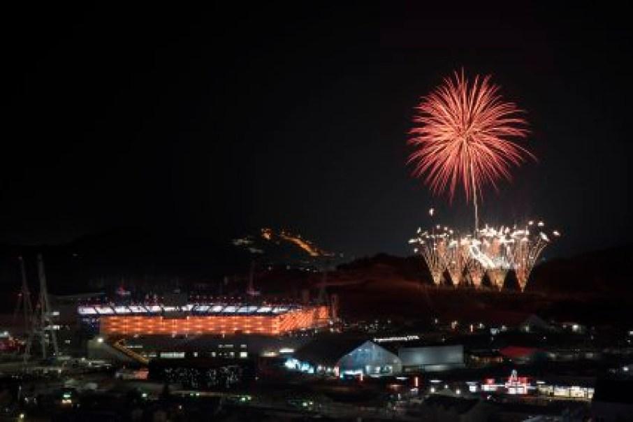 De nombreux feux d'artifice ont été projetés à la cérémonie de clôture des Jeux de PyeongChang. (AP Photo/Felipe Dana)