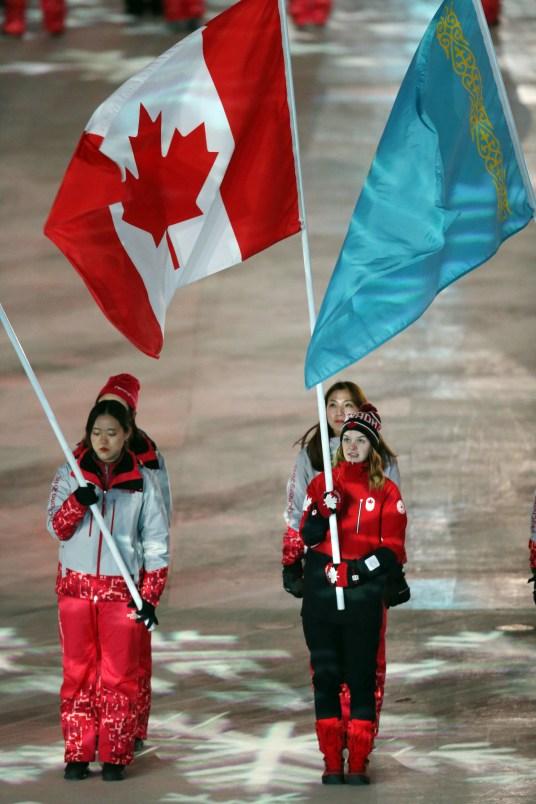 La patineuse de vitesse sur courte piste, Kim Boutin, a été la porte-drapeau du Canada pour conclure les Jeux de PyeongChang. (Photo/COC)
