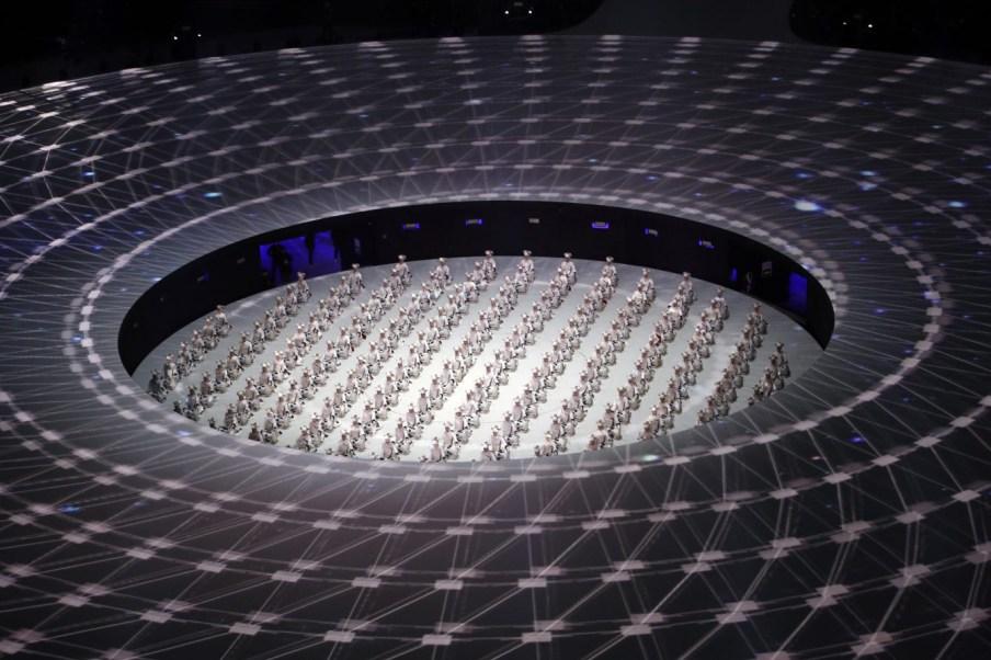 Le spectacle a présenté plusieurs artistes lors de la cérémonie d'ouverture des Jeux de PyeongChang. (AP Photo/Charlie Riedel)