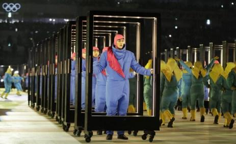 Plusieurs artistes sont montés sur scène, vendredi, lors de la cérémonie d'ouverture des Jeux de PyeongChang. (AP Photo/Petr David Josek)