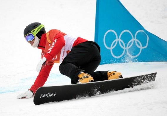 Darren Gardner à l'épreuve du slalom géant parallèle en snowboard. LA PRESSE CANADIENNE/HO - COC – Jason Ransom