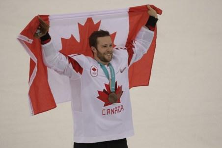 Cody Goloubef célèbre après la victoire du Canada contre la République tchèque. Jason Ransom/COC