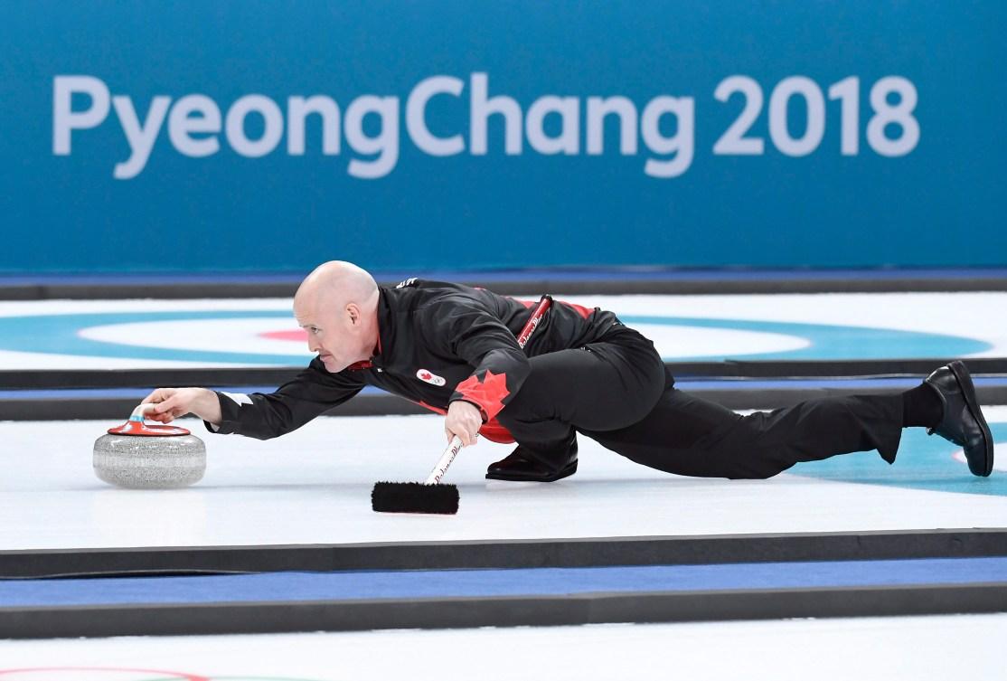 Le capitaine d'Équipe Canada en curling masculin Kevin Koe lors du match de demi-finale contre les États-Unis, le 22 février 2018. THE CANADIAN PRESS/Nathan Denette