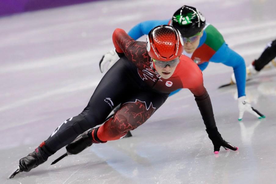 Kim Boutin à la demi-finale de l'épreuve du 1000 m en patinage de vitesse sur courte piste, le 22 février 2018. AP Photo/Bernat Armangue