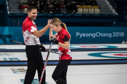 John Morris et Kaitlyn Lawes lors de la demi-finale de l'épreuve de curling en double mixte à PyeongChang 2018, le 12 février 2018. (Photo: Stephen Hosier/COC)