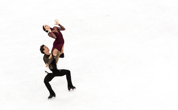 Tessa Virtue et Scott Moir patinent vers l'or en danse sur glace aux PyeongChang 2018. COC photo par Stephen Hosier