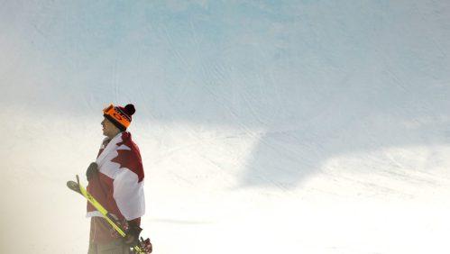 Alex Beaulieu-Marchand porte fièrement le drapeau unifolié après sa performance.(Photo/David Jackson)