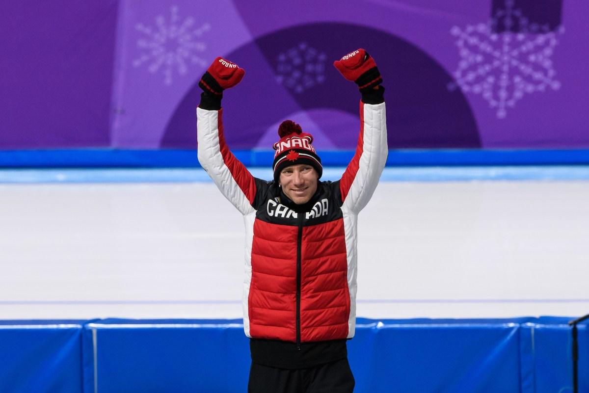 Ted-Jan Bloemen sur le podium, bras en l'air en signe de victoire