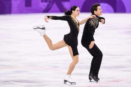 Tessa virtue et Scott Moir lors de la danse courte pendant l'épreuve par équipes, au palais des glaces de Gangneung, le 11 février 2018. (Photo par Vincent Ethier/COC)