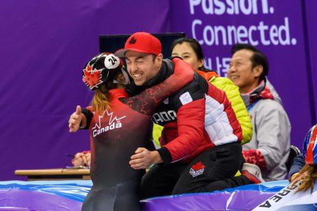 Kim Boutin est félicitée après la finale du 1500 m. (Photo par Vincent Ethier/COC)
