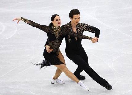 Tessa Virtue et Scott Moir terminent en première place et accèdent à la finale en danse sur glace. COC Photo par Vaughn Ridley