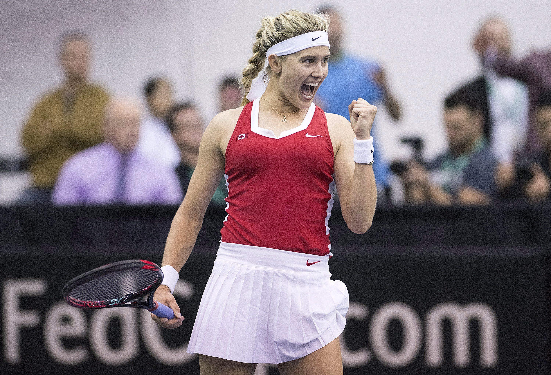 Eugenie Bouchard célèbre une victoire avec le poing en l'air