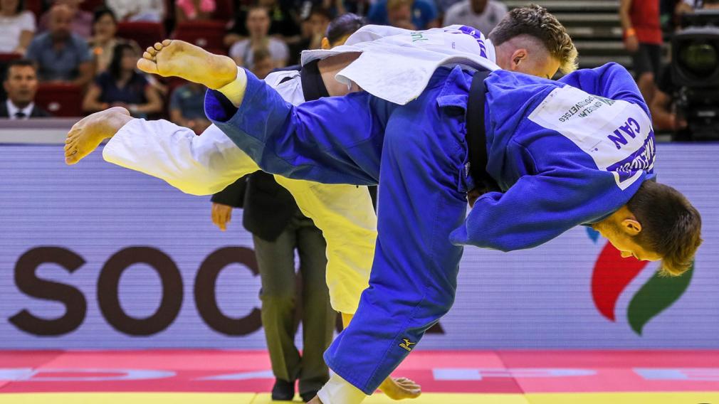 Deux judokas en plein combat