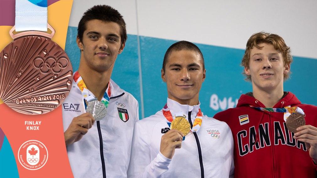 Knox monte sur le podium du 200 m quatre nages aux Jeux olympiques de la Jeunesse