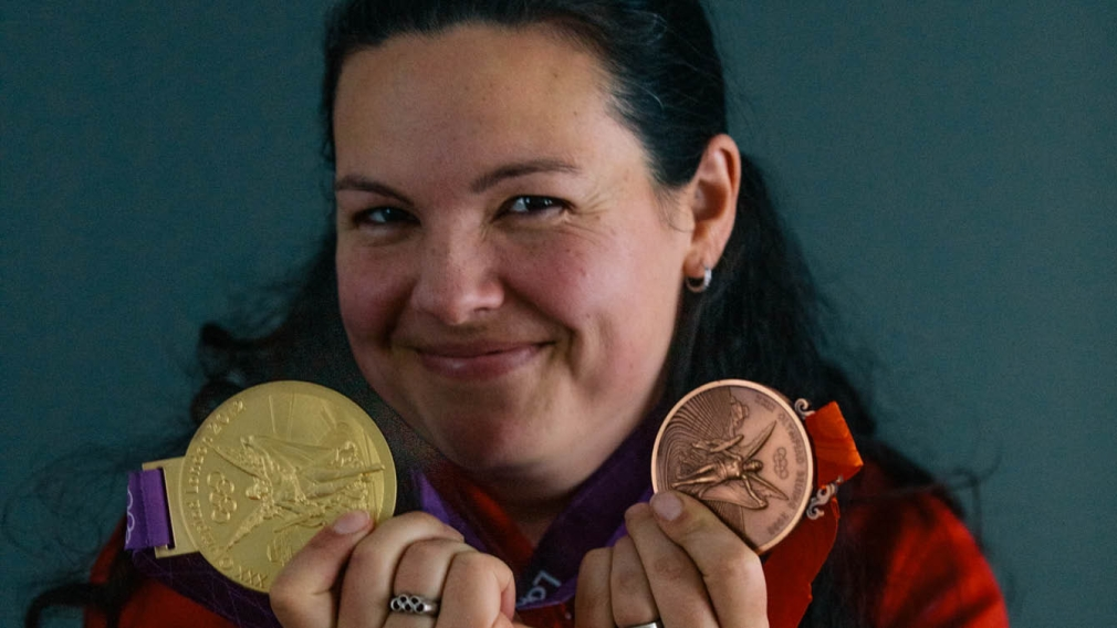 Christine Girard reçoit ses médailles de Londres 2012 et de Beijing 2008
