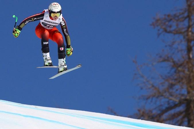 Roni Remme accélère sur le parcours de combiné alpin de la Coupe du monde de Crans-Montana, en Suisse, le 23 février 2019. (AP Photo/Marco Trovati)