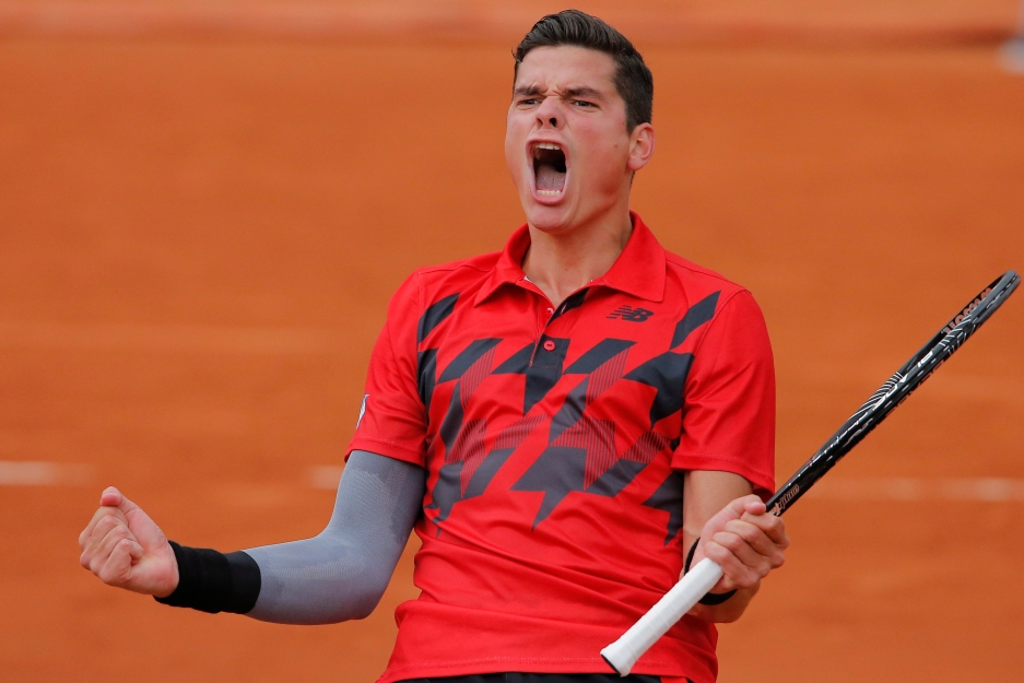 Milos Raonic célèbre sa victoire contre l'Espagnol Marcel Granollers au stade de Roland Garros à Paris, en France, le 1er juin 2014. (AP Photo/Michel Spingler)