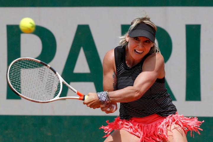 Bethanie Mattek-Sands dans son match contre l'Allemand Andrea Petkovic au deuxième tour du tournoi de tennis de Roland-Garros, le jeudi 31 mai 2018 à Paris. (AP Photo / Michel Euler)