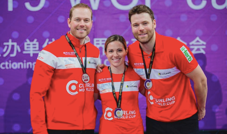 L'équipe de curling double mixte. Photo : Céline Stucki