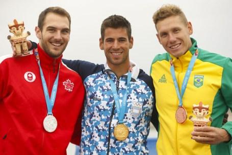 Marshall Hughes célèbre sa médaille d'argent en canoe sprint aux Jeux panaméricains de Lima 2019. Albufera Medio mundo - Huacho Droits d'auteur Flávio Florido / Lima 2019