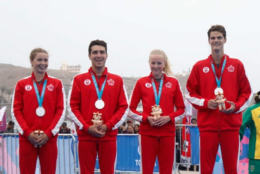 Les médaillés d'Équipe Canada à l'épreuve du relais mixte de triathlon aux Jeux Panaméricains à Lima 2019. Photo: Sebastian Miranda / Panam Sports via Xpress Media