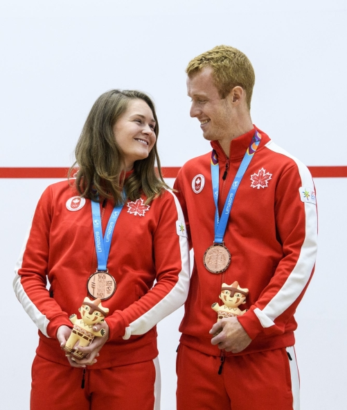 Hollie Naughton et Andrew Schnell ont remporté la médaille de bronze au squash en double mixte aux Jeux panaméricains de Lima