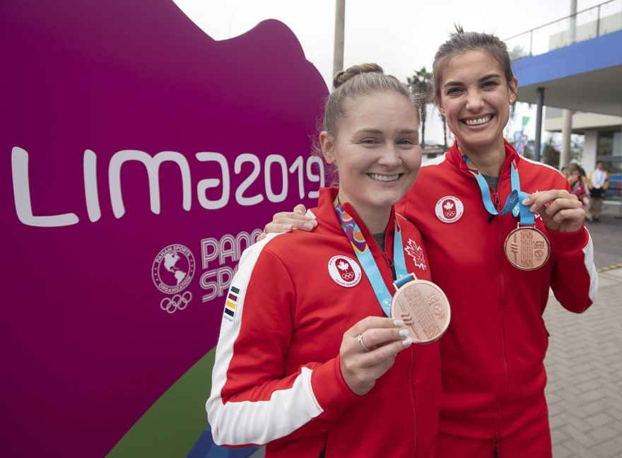 Hollie Naughton et Samantha Cornett avec leurs médailles de bronze de Lima 2019