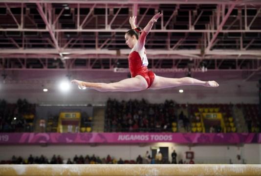 Isabela Onyshko du Canada participe lors de la rotation de la poutre lors des Jeux panaméricains de 2019 à Lima, le 27 juillet 2019. Photo de Christopher Morris / COC