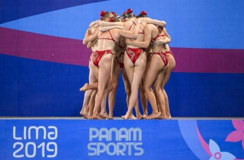 Équipe Canada célèbre après l'épreuve en équipe aux Jeux panaméricains de Lima, au Pérou, le 31 juillet 2019. Photo : Christopher Morris/COC