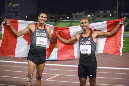 Pierce LePage, à gauche, et Damian Warner posent après avoir remporté le bronze et l'or au décathlon aux Jeux panaméricains de Lima, au Pérou, le 7 août 2019. Photo : Christopher Morris/COC